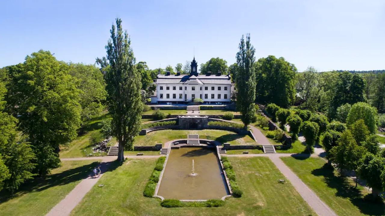 young-royals-filming-location-kaggeholms-slott-netflix-2021